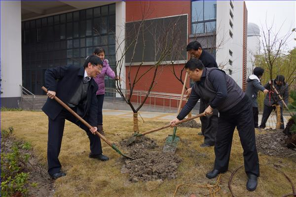 上南党总支组织党员、干部、民主党派在植树节开展义务植树活动