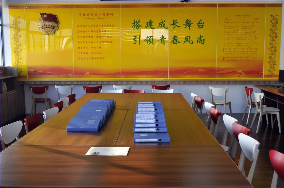 上南中学共青团活动室接受上级团委验收